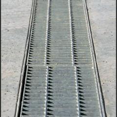 floor grates for draining liquid