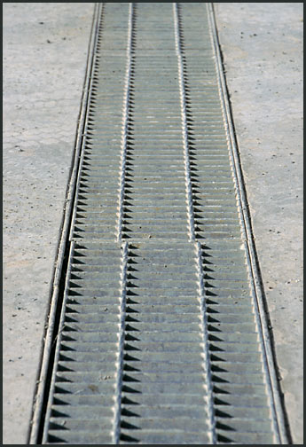 floor grates for draining liquid